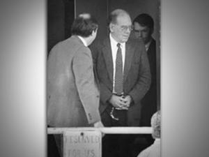 Underskriftindsamling: Rens Lyndon LaRouches navn <br>og få ham renset for den uretfærdige forfølgelse, domfældelse og <br>fængsling han var udsat for