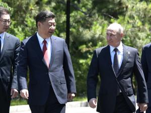 Trump erklærer, at han vil mødes med præsidenterne Xi og Putin; mange farer i mellemtiden
