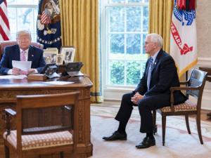 Trump genoplever dirigistisk, økonomisk system; forsvarer samarbejdet med Rusland og Kina