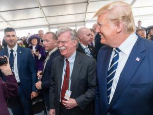 Bolton slutter sig til kupmagerne